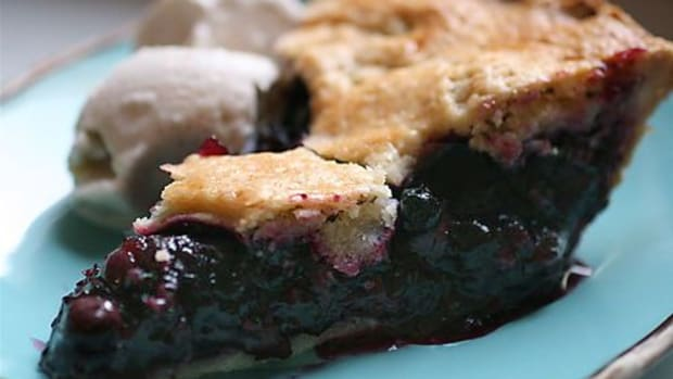blueberry-pie-ccflcr-thebittenword