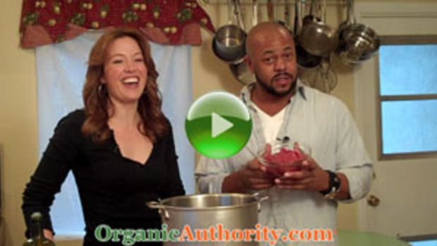 Spicy-Grass-Fed-Bison-Chili-with-Shiitake-Mushrooms-Rockmond-Dunbar-play2