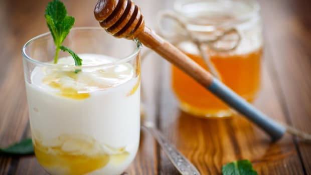 natural yeast infection remedies include yogurt and honey