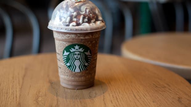 Starbucks Bid to Replace Plastic Straws With Plastic Lids Stirs Up Controversy