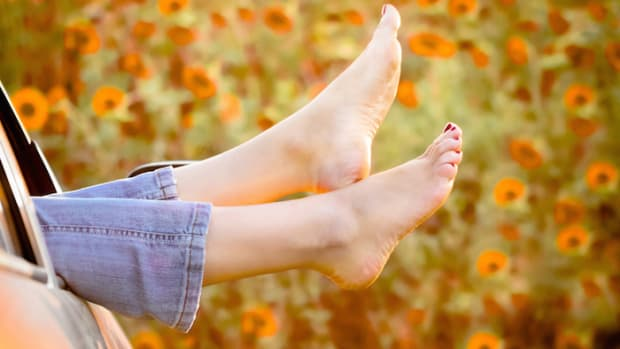 11 Home Remedies for Dry Cracked Feet (Number 10 is Pretty Out There!)