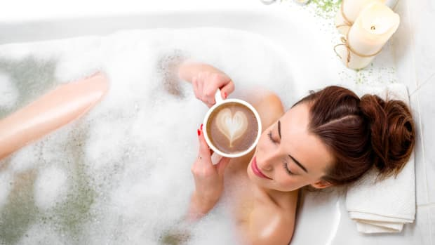 How to Beat the Holiday Stress with a Super Luxurious At-Home Spa Day
