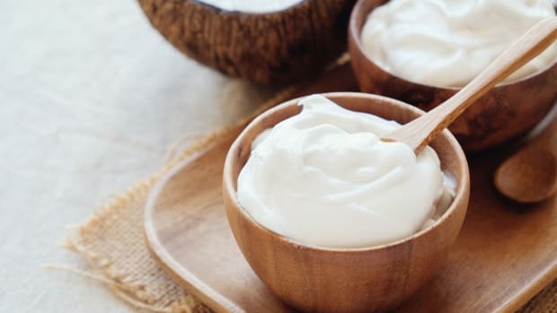 Tangy and Creamy Vegan Probiotic Coconut Yogurt Recipe