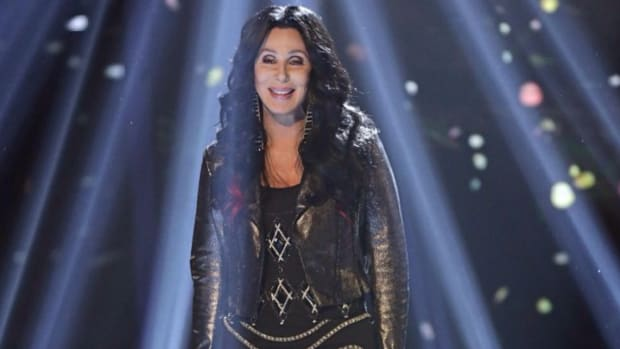 71-Year-Old Cher 'Turns Back Time' By Doing Planks Everyday