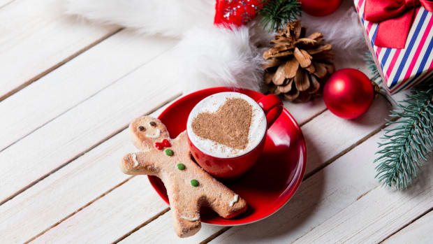 This Gingerbread Latte is Winter Coziness in a Cup