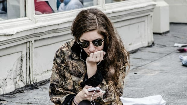 girl texting photo