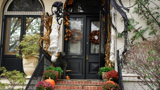 9 Legitimately Spooky Easy DIY Halloween Outdoor Decorations
