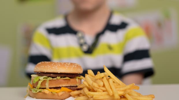 Kids With More Access to Fast Food at Risk for Weaker Bones, Study Finds
