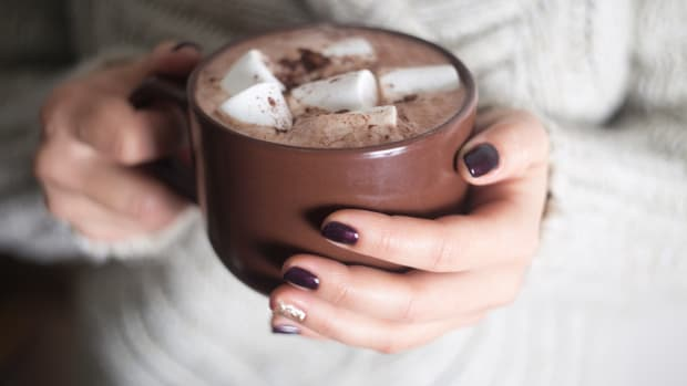 How to Add Chemical-Free Holiday Sparkle to Your Nail Care Routine