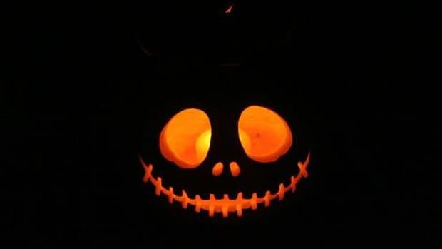 pumpkincarving-ccflcr-plasticrevolver
