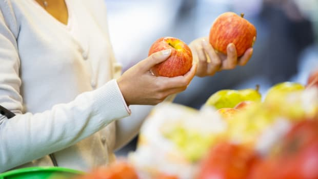 Walmart to Battle Food Waste By Selling 'Ugly' Apples