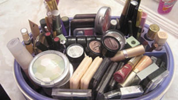 1234858377_cosmetics202_16_093