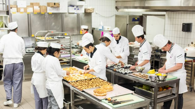 Learn How to Cook: 5 Culinary Programs for Non-Chefs