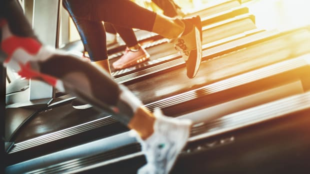 7 Secrets to Avoid Germs at the Gym (Is That Treadmill Dirtier Than a Toilet?)