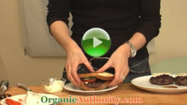 Blue-Cheese-Cabernet-Organic-Burgers-play2