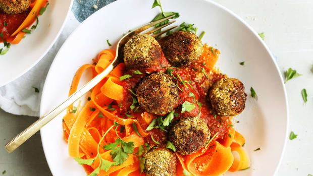 easy lentil meatballs - vegetarian comfort food
