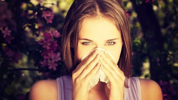 6 Makeup Tips and Tricks to Combat 'Allergy Face'