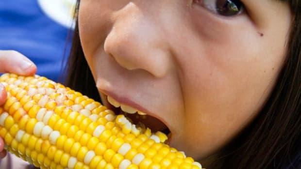 eatingcorn-ccflcr-stevendepolo1
