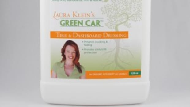 laura-kleins-green-car-tire-dashboard-dressing-128oz-300x3002