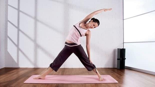 woman-yoga-ccflcr-adifansnet