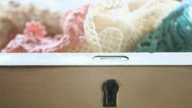 Vintage-Dresser-Drawer-ccflcr-ihearthome