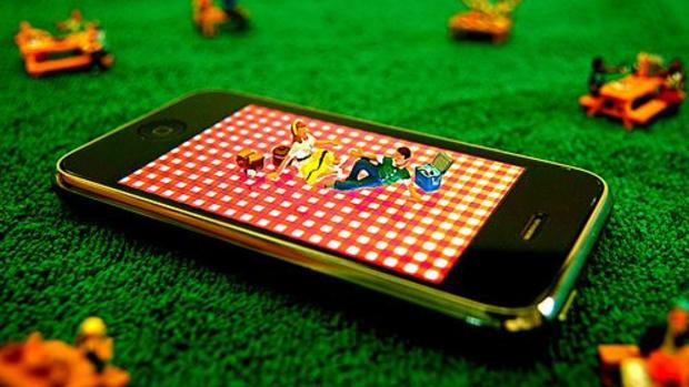 iphone_picnic_ccfler_JD_Hancock