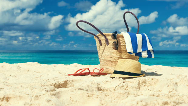 9 Summer Beach Bag Essentials: Hello Hydration, Healing, and Happiness!
