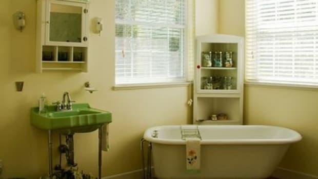 VintageBathroom-ccflcr-LOLren