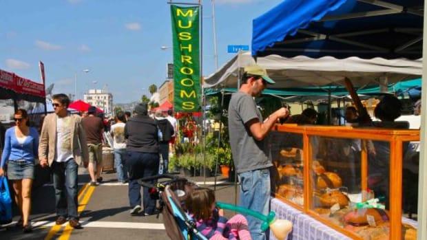 marketgoers-jillslibrary-jillettinger