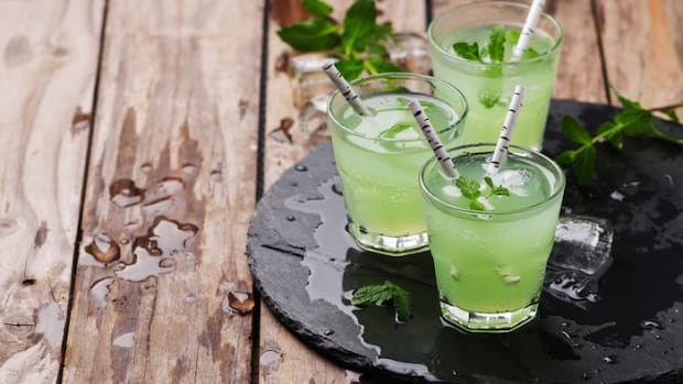 Cleansing Cocktail Hour: 4 Green Juice Recipes with A Boozy Fix