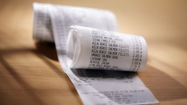 Here's Why Pregnant Women Should Say No Thank You to Receipts
