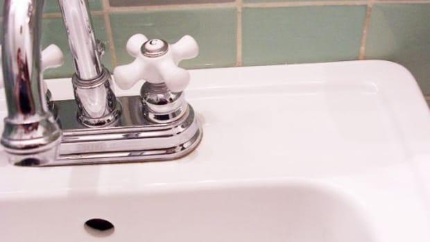 bathroom-ccflcr-JessRivera