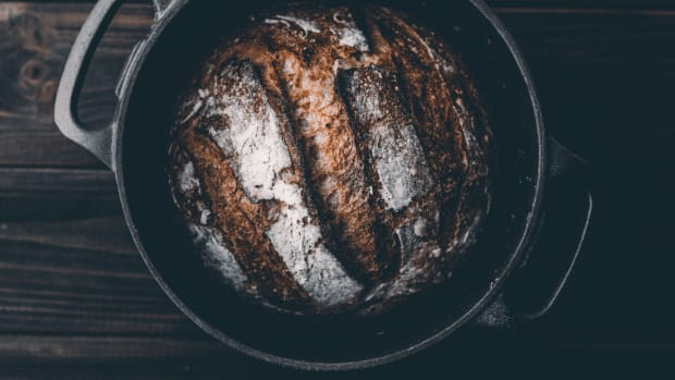 bread-dutch-oven-artur-rutkowski-unsplash-1200