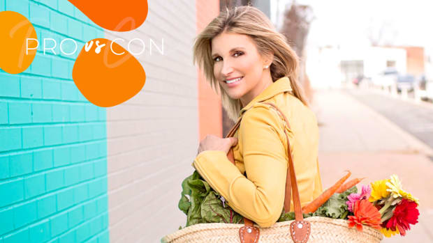 Elise Musels carrying bag with produce from farmers market