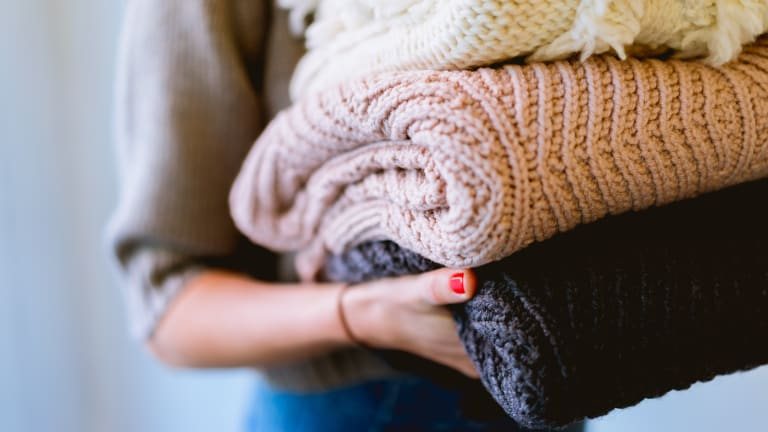 5 Cozy and Sustainable Throw Blankets Perfect for the Season