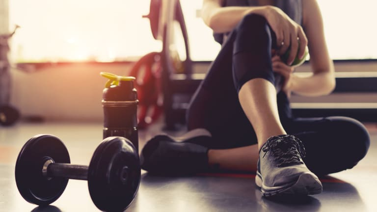 Free Weights or Resistance Bands? How to Choose the Right Weights for You
