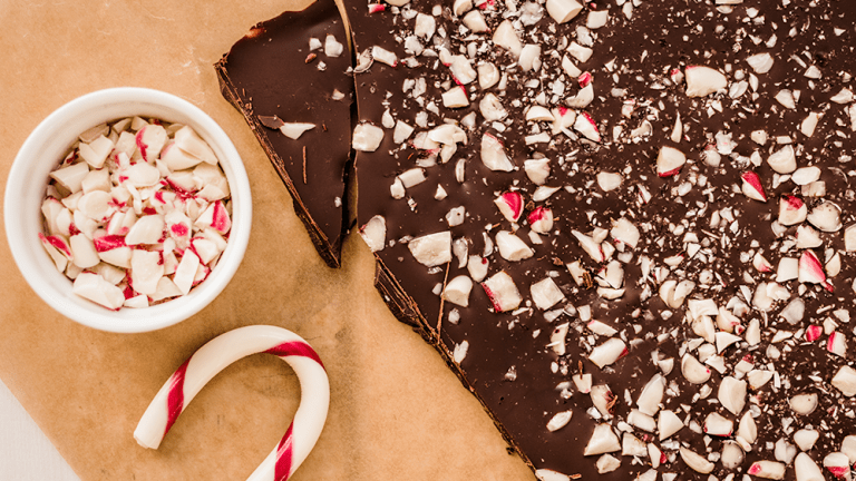 4-Ingredient Peppermint Bark That Will Actually Make You Swoon