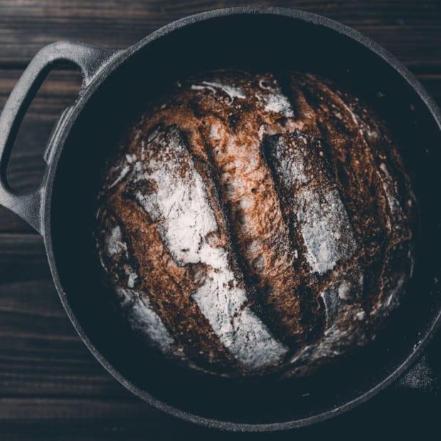 bread-dutch-oven-artur-rutkowski-unsplash-1200