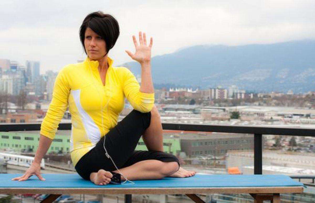 yoga-twist-ccflcr-lululemon