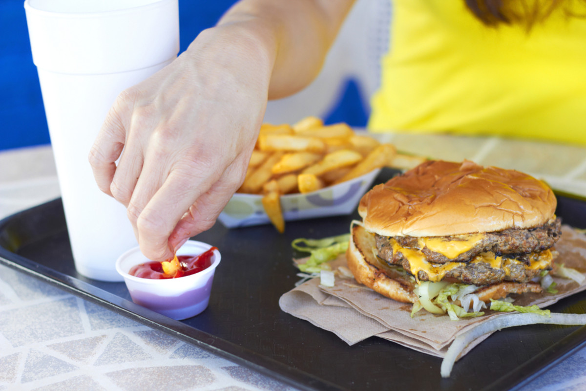 Americans Still Have Bad Eating Habits: Restaurant Spending Overtakes Grocery Sales