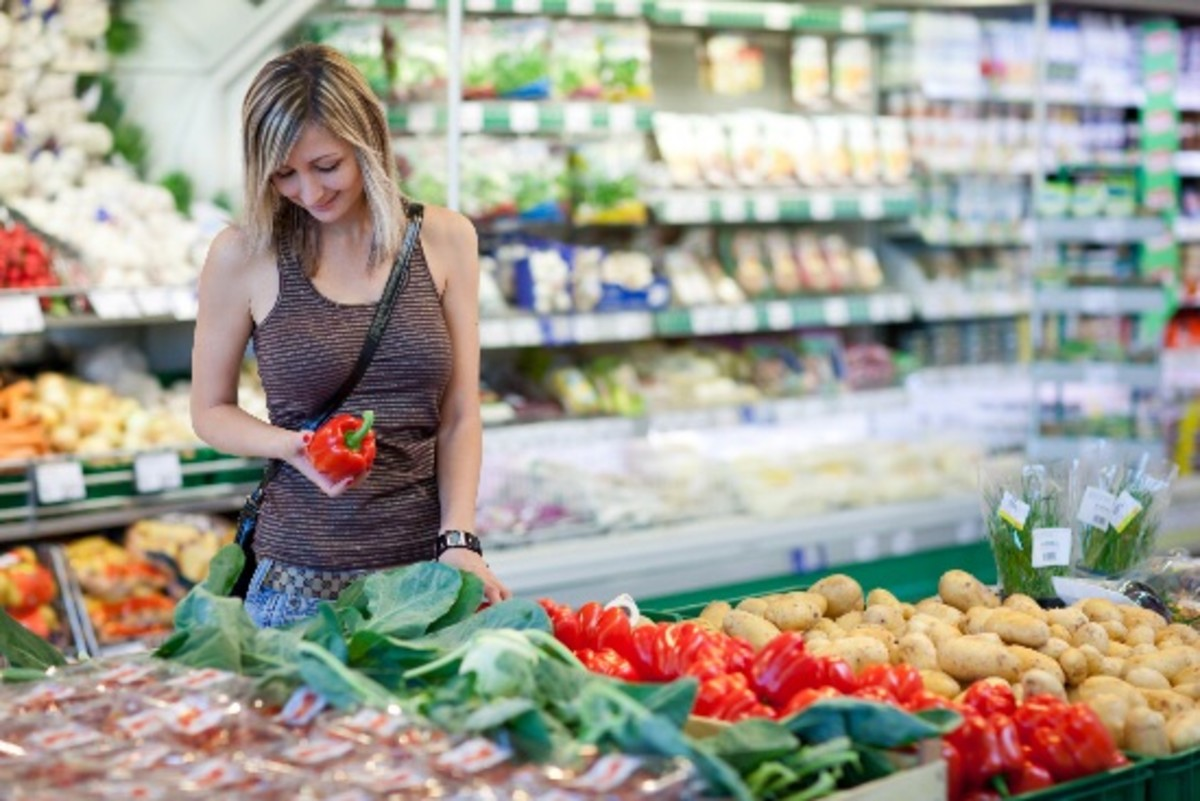 France Forces Large Supermarkets to Donate Food Waste to Charities