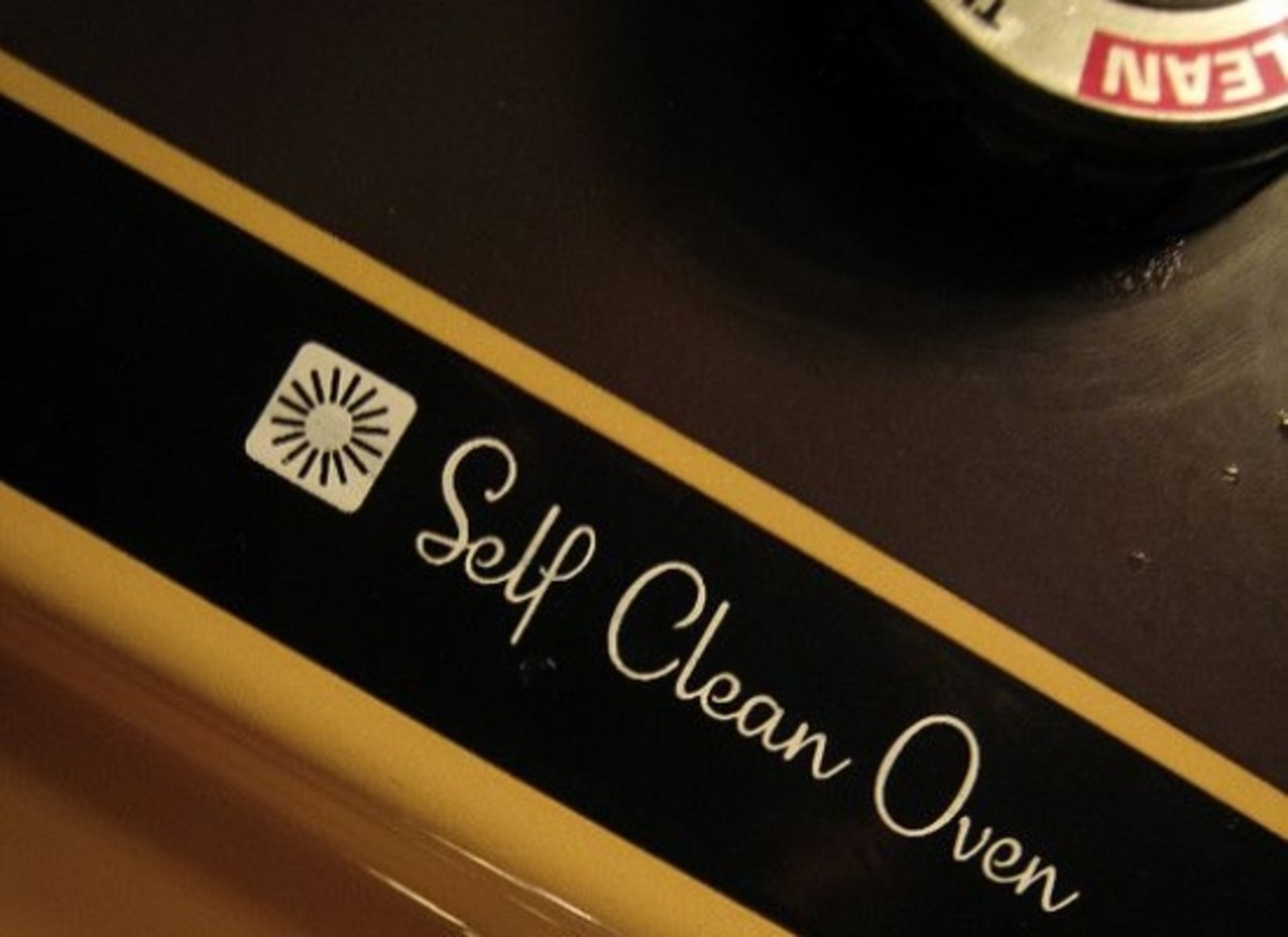 Clean your oven with natural and effective household items