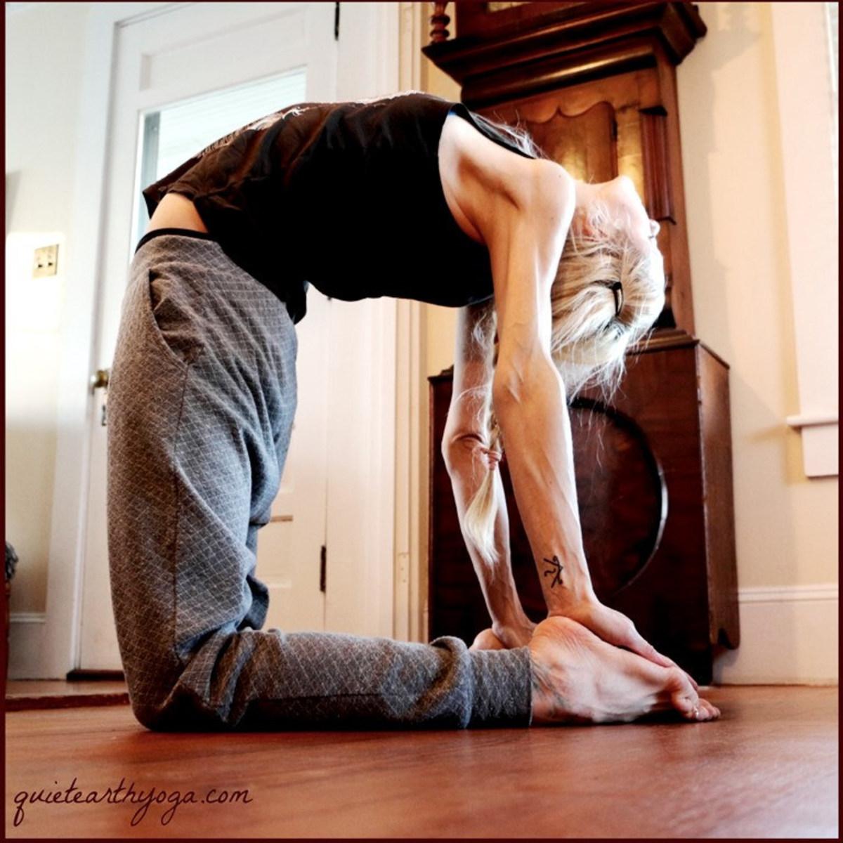 ustrasana, camel pose, yoga backbend