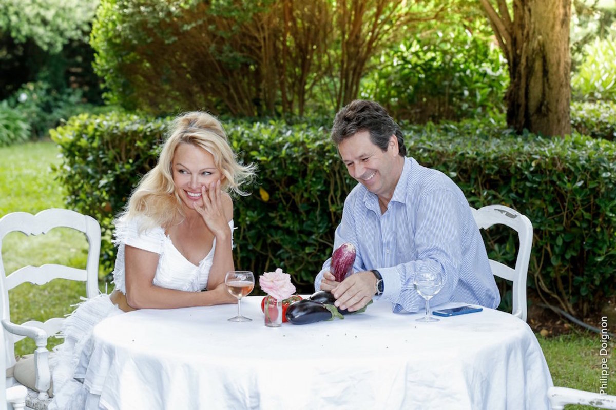 Pamela Anderson Opens 'Sensual' Vegan Pop-Up Restaurant in France