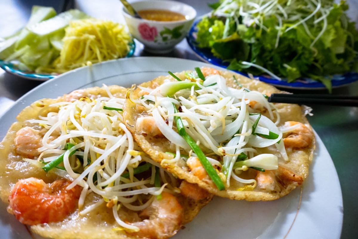 Banh Xeo: Vietnamese Crispy Shrimp Pancakes Recipe