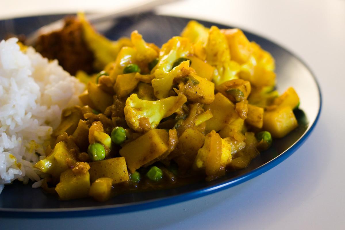 Vegan indian food recipe crisp gobi matar cauliflower and peas forumfinder Choice Image
