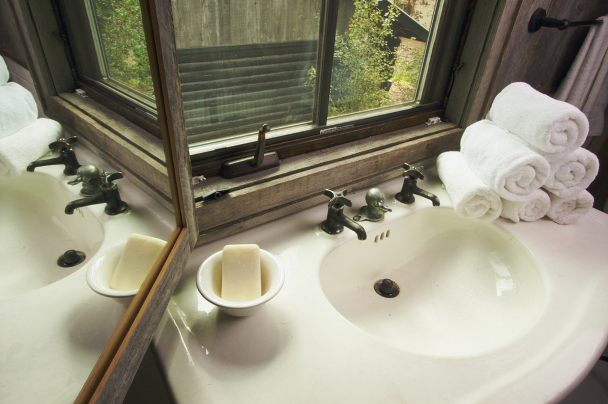 9 Creative Solutions to Declutter Your Bathroom