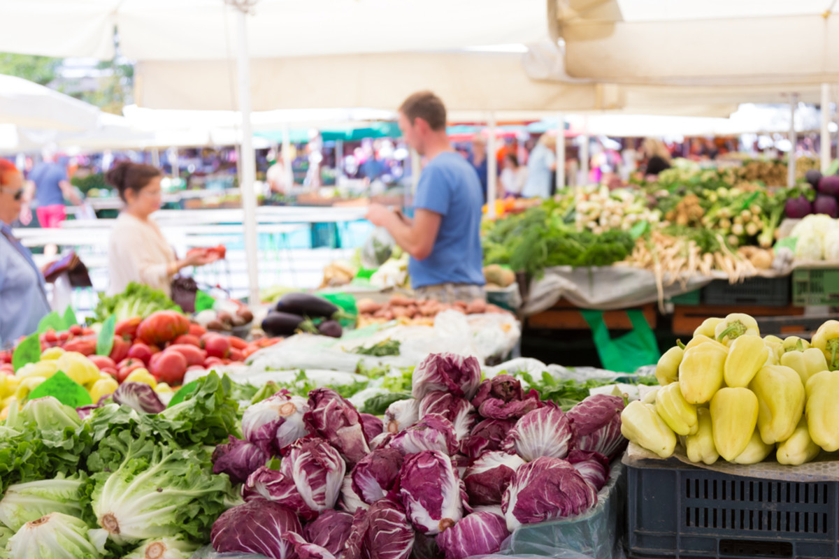 Learn how to shop for local food at the farmers' market.