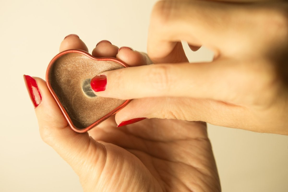 4 Vaseline Alternative Products to Break Your Toxic