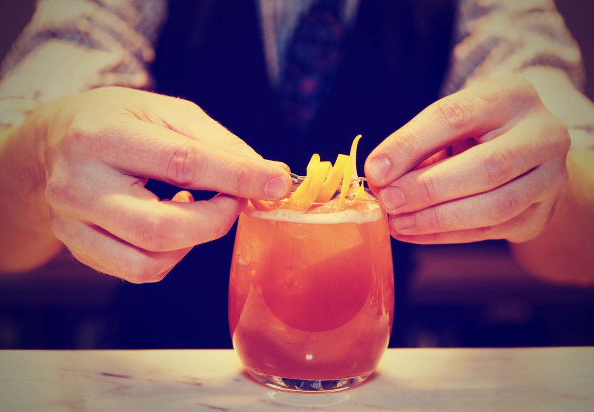 5 Ways to Avoid Cold and Flue Germs at the Bar